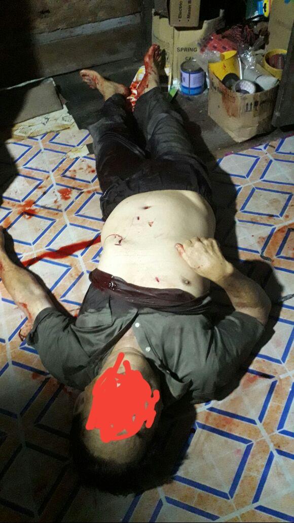 Korban pembunuhan dengan 7 tusukan di dada dan perut.