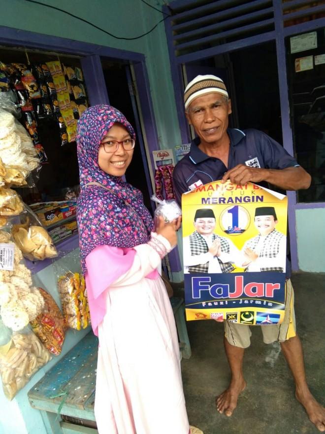 Perempuan PKS dor to dor kerumah warga, kenalkan Fajar.