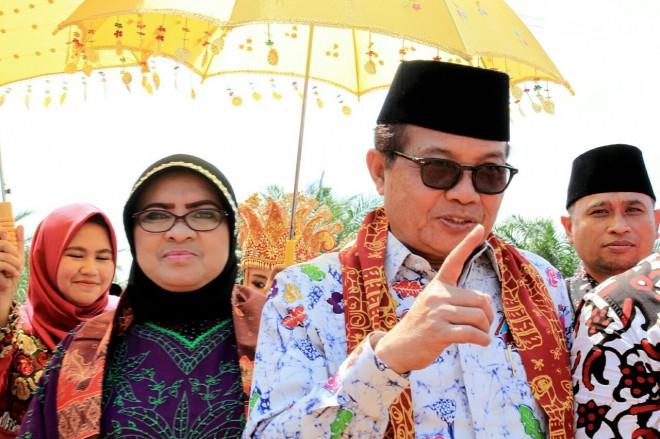 Fachrori Umar dan Istri