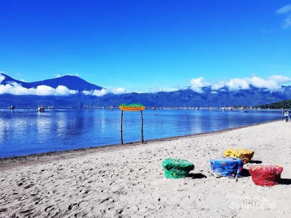 Pantai Pasir Panjang Tepian Danau Kerinci
