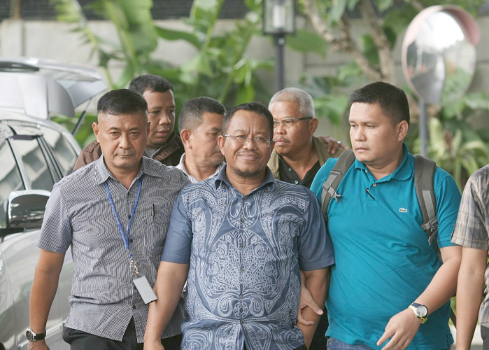 Anggota DPRD Jambi Fraksi PAN Supriyono (tengah) dan Plt Kepala Dinas PUPR Jambi Arfan (kanan belakang).
