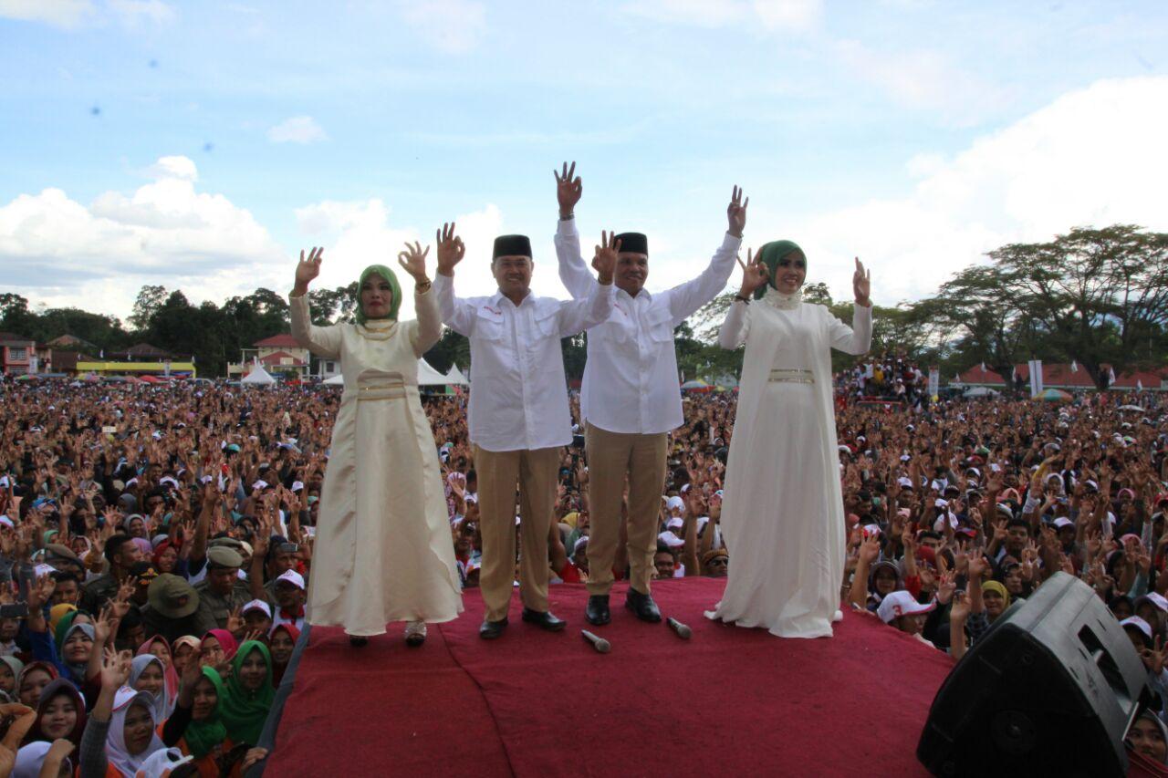 Pasangan Zainal-Arsal saat kampanye akbar