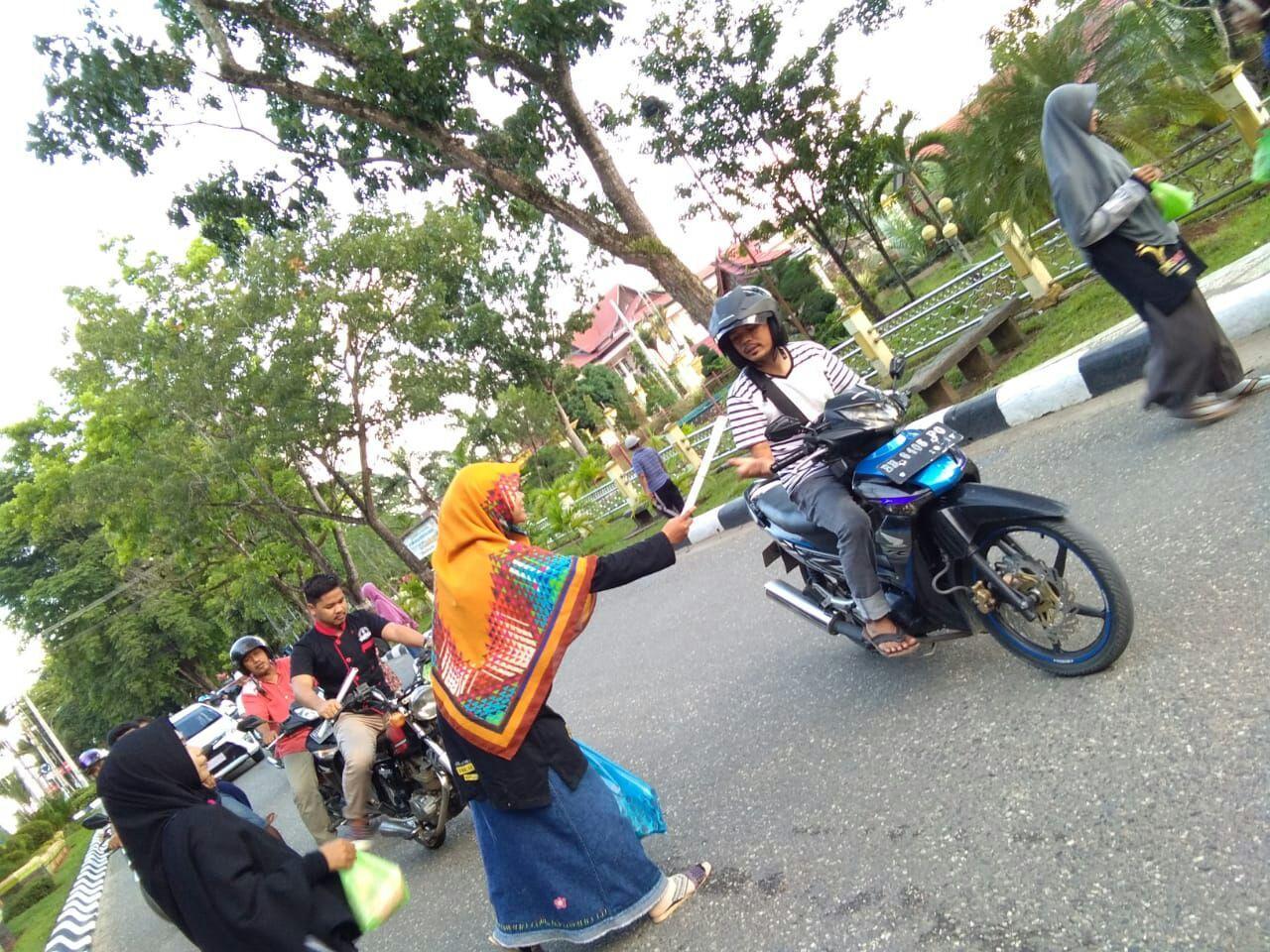 PKS Muda Merangin bagi Takjil dan Kalender Fajar