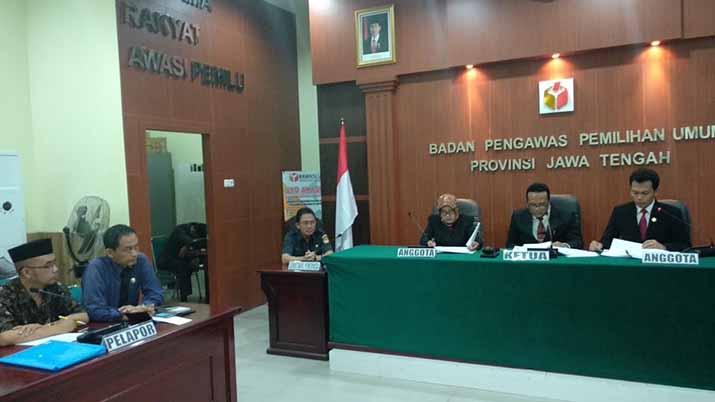 Proses persidangan gugatan Caleg DPD kepada KPU di Bawaslu Jateng.