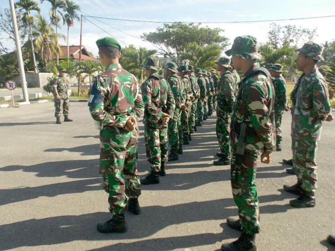Anggota TNI saat tengah melakukan Apel