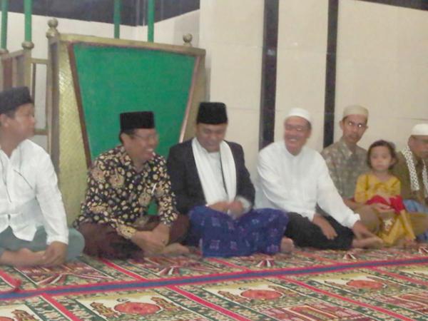Sum Indra saat tengah menghadiri pengajian bersama warga Batanghari