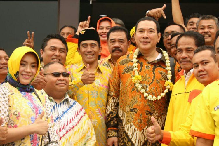 Ketua Umum BerkaryaHutomo Mandala Putra (tengah)