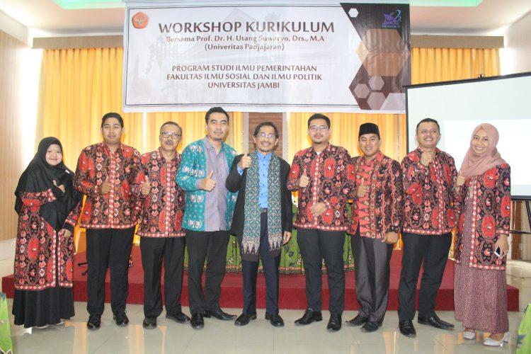 Foto bersama seusai workshop
