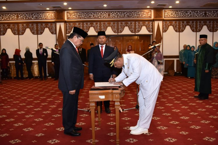 Pelaksana Tugas Gubernur Jambi Dr. Drs. H. Fachrori Umar, M. Hum