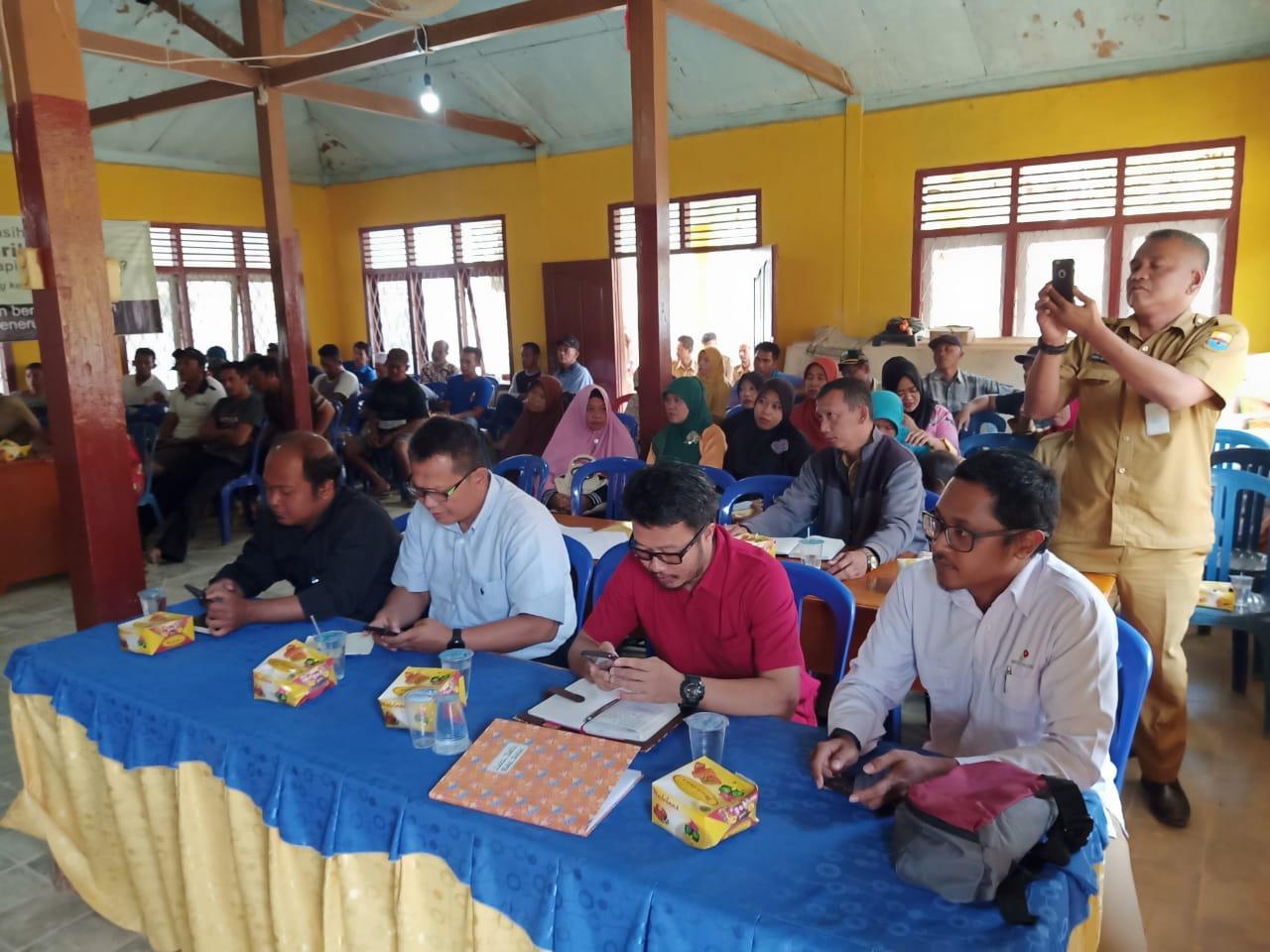 Suasana pertemuan warga Desa Bukit Subur Bahar Selatan ihwal Ilegal Driling
