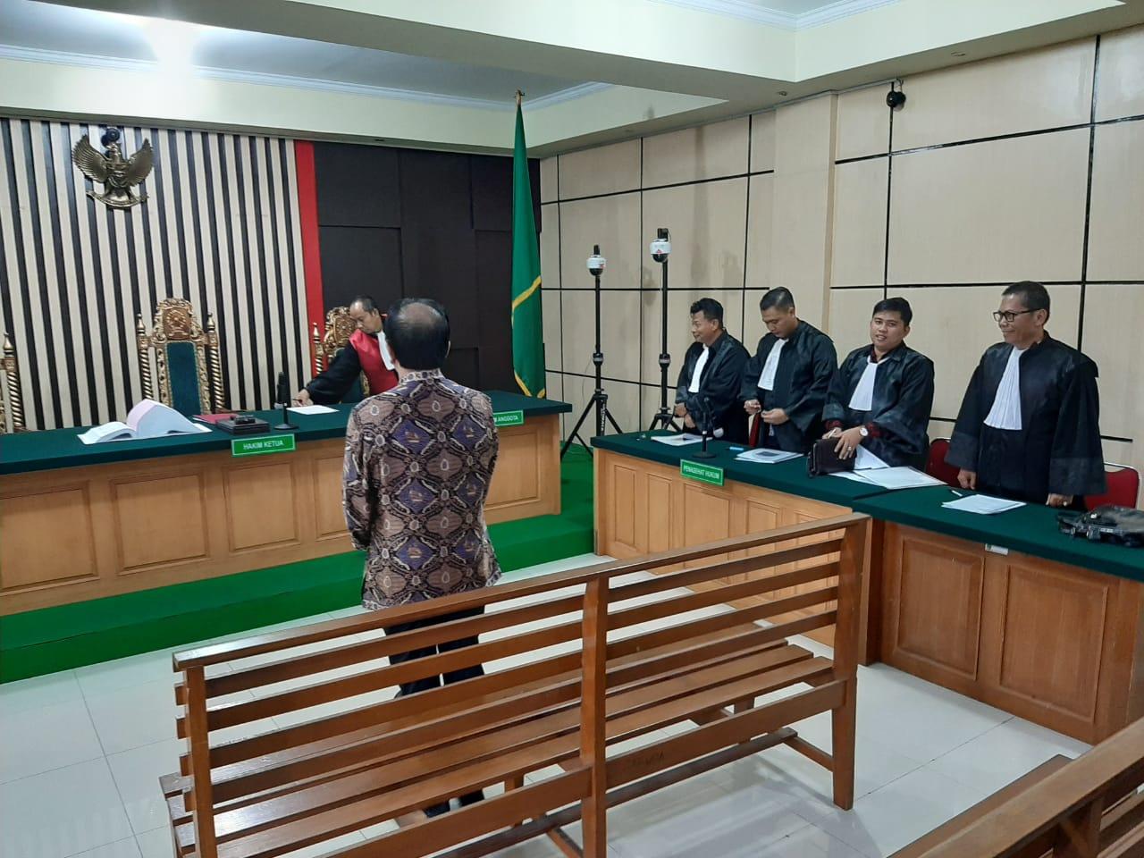 Konglomerat Jeo Fandy Yoesman ketika menjalani sidang perdana di Pengadilan Tipikor Jambi