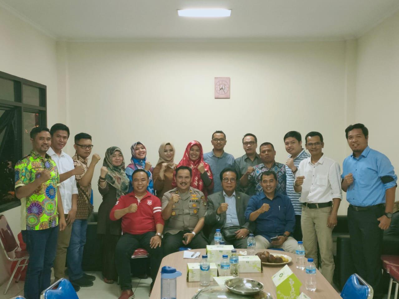 Foto bersama pengurus HKKN