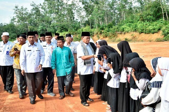 Gubernur Fachrori disambut para santri