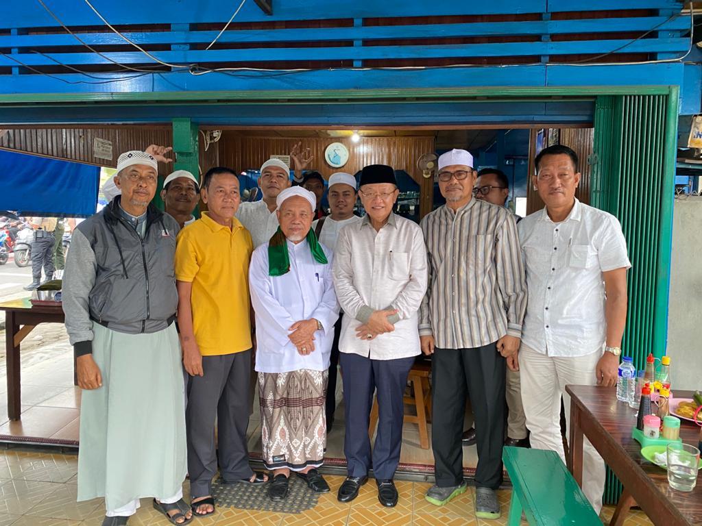 Cek Endra foto bersama Buya Satar Saleh dan Abdullah Hich
