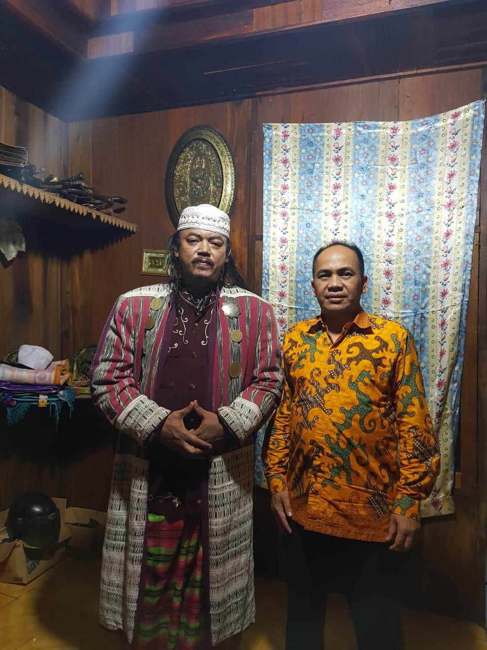 Dedy Fitriyadi, tim keluarga Cek Endra ketika bersambang ke kediaman Sultan Barus Tapanuli