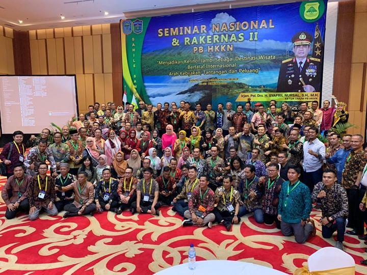 Foto bersama pengurs HKKN beserta warag etnis Kerinci Perantauan di sela Rakernas HKKN di Cibubur Jakarta