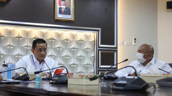 Menteri Sosial Juliari P Batubara saat memberi pembekalan bagi 150 SLRT dan 300 Puskesos melalui video conference pada Rabu, 29 April 2020.