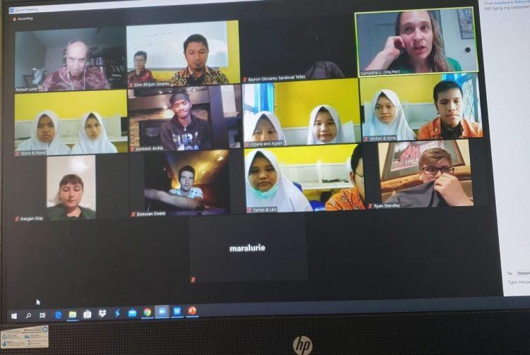 Pertukaran pemuda Indonesai-Amerika via daring.